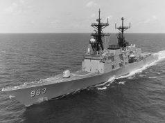USS Spruance DD-963 em 1987, com VLS instalado no lugar do ASROC