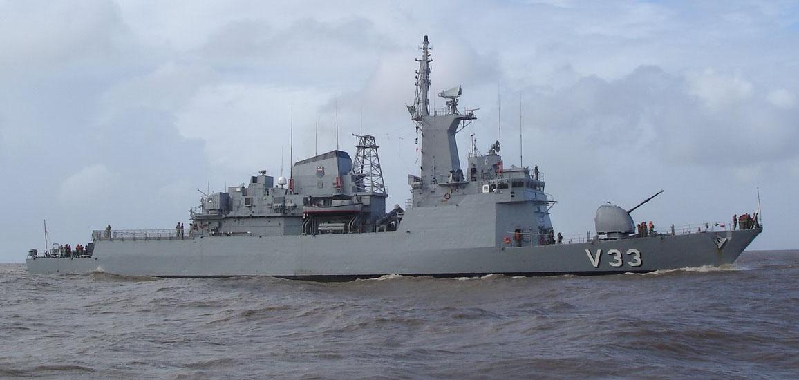 v33-1-navios-em-rio-grande