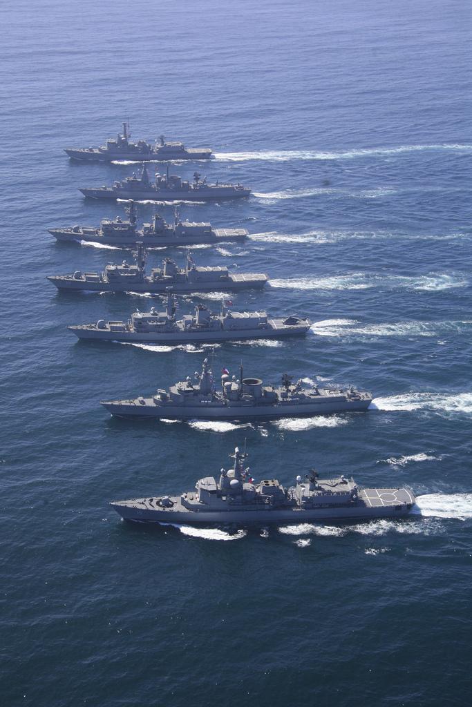 Escoltas da Armada Chilena em manobras