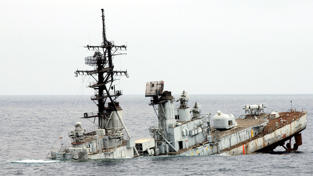 USS_Towers_DDG-9_sinking