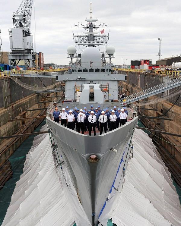HMS Edinburgh no dique seco - foto BAE Systems