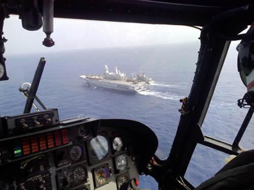AH-11A sobrevoando Cavour