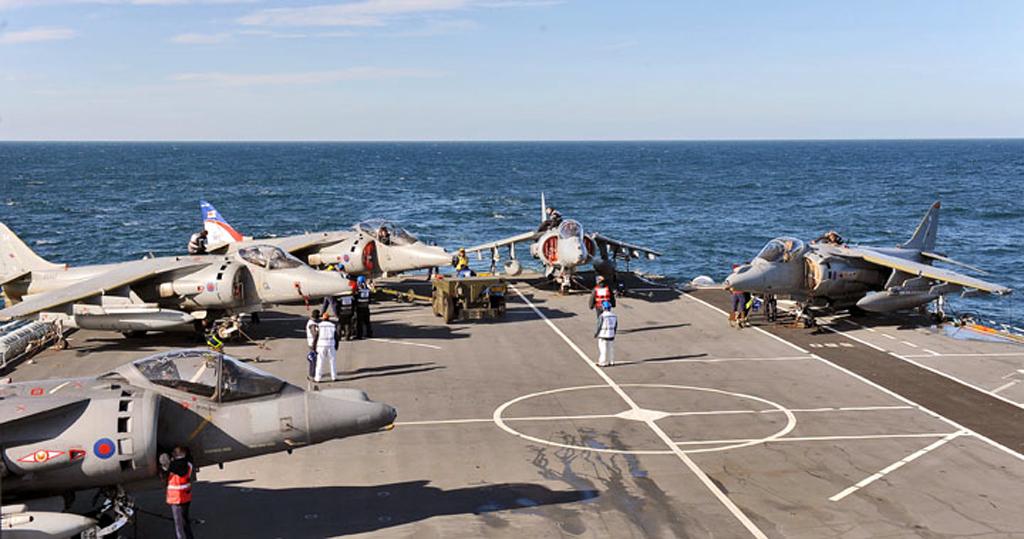 Harriers no Ark Royal - foto RN