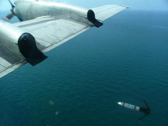 Mina MK 62 QuickStrike sendo lançada de um P-3C Orion