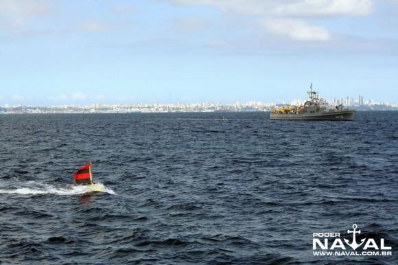 Navios-Varredores fazendo a varredura mecânica