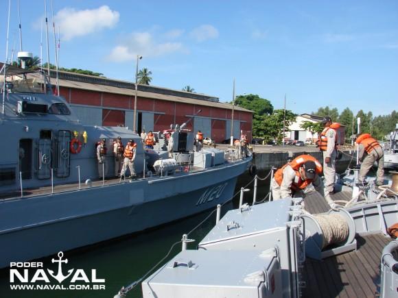 Navios varredores suspendendo na manhã de 10.05