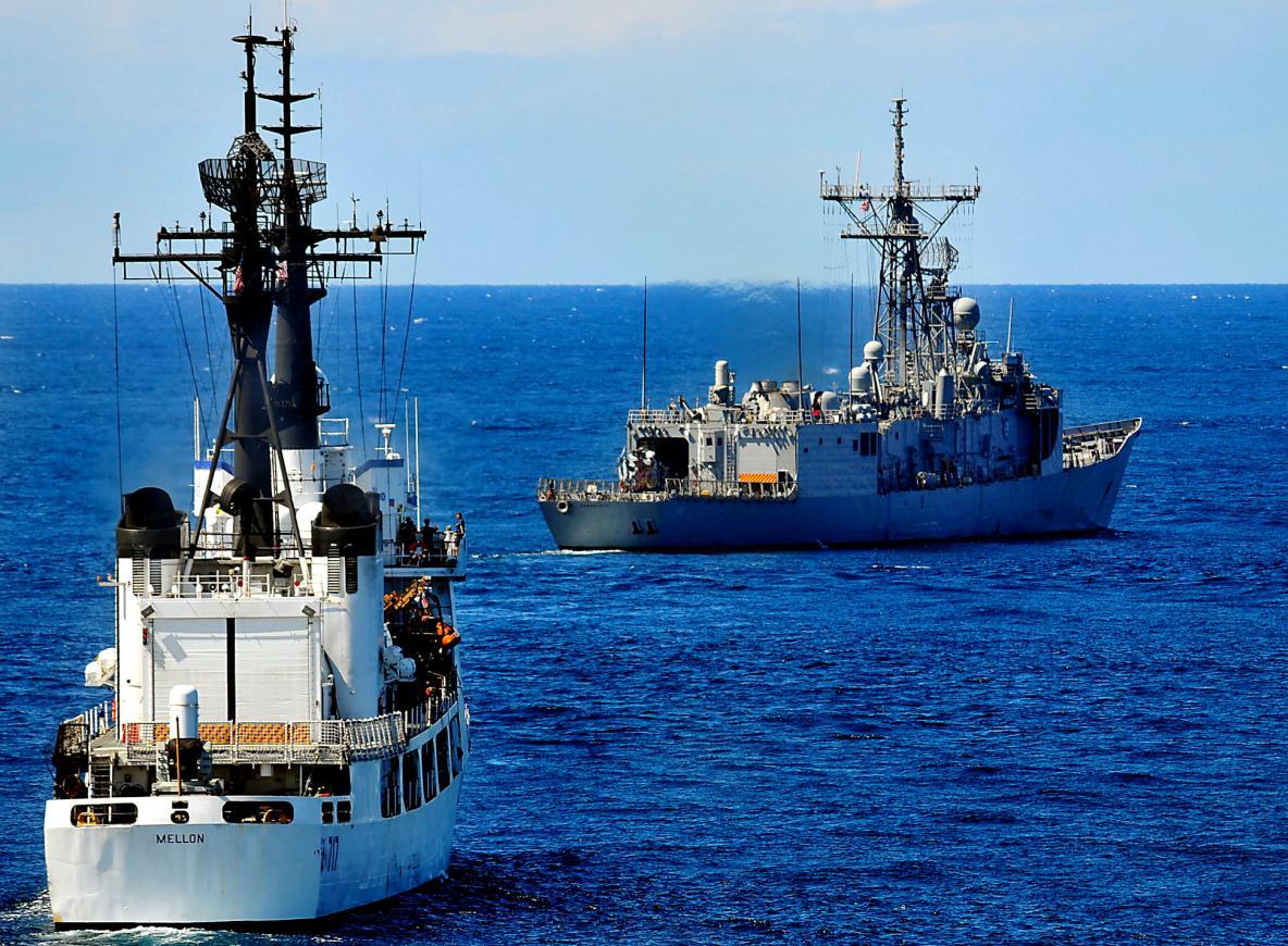 USS Vandegrift FFG 48 e US Coast Guard cutter Mellon WHEC 717 - foto 2 USN
