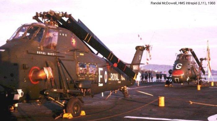 Dois Westland Wessex do 847 sq a bordo do HMS Intrepid em 1968