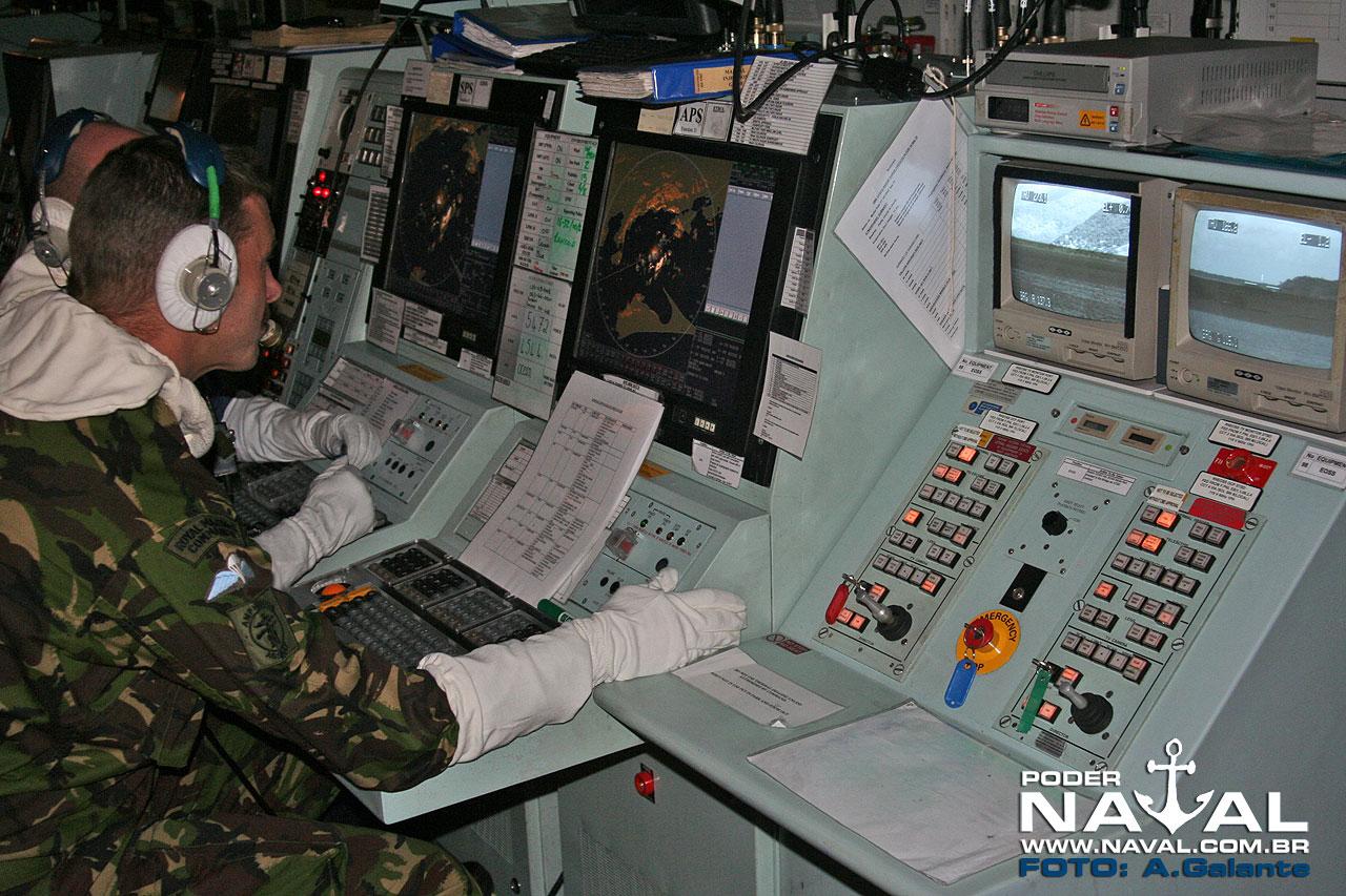 Parte do Centro de Operações de Combate do HMS Ocean, fotografado em 2010