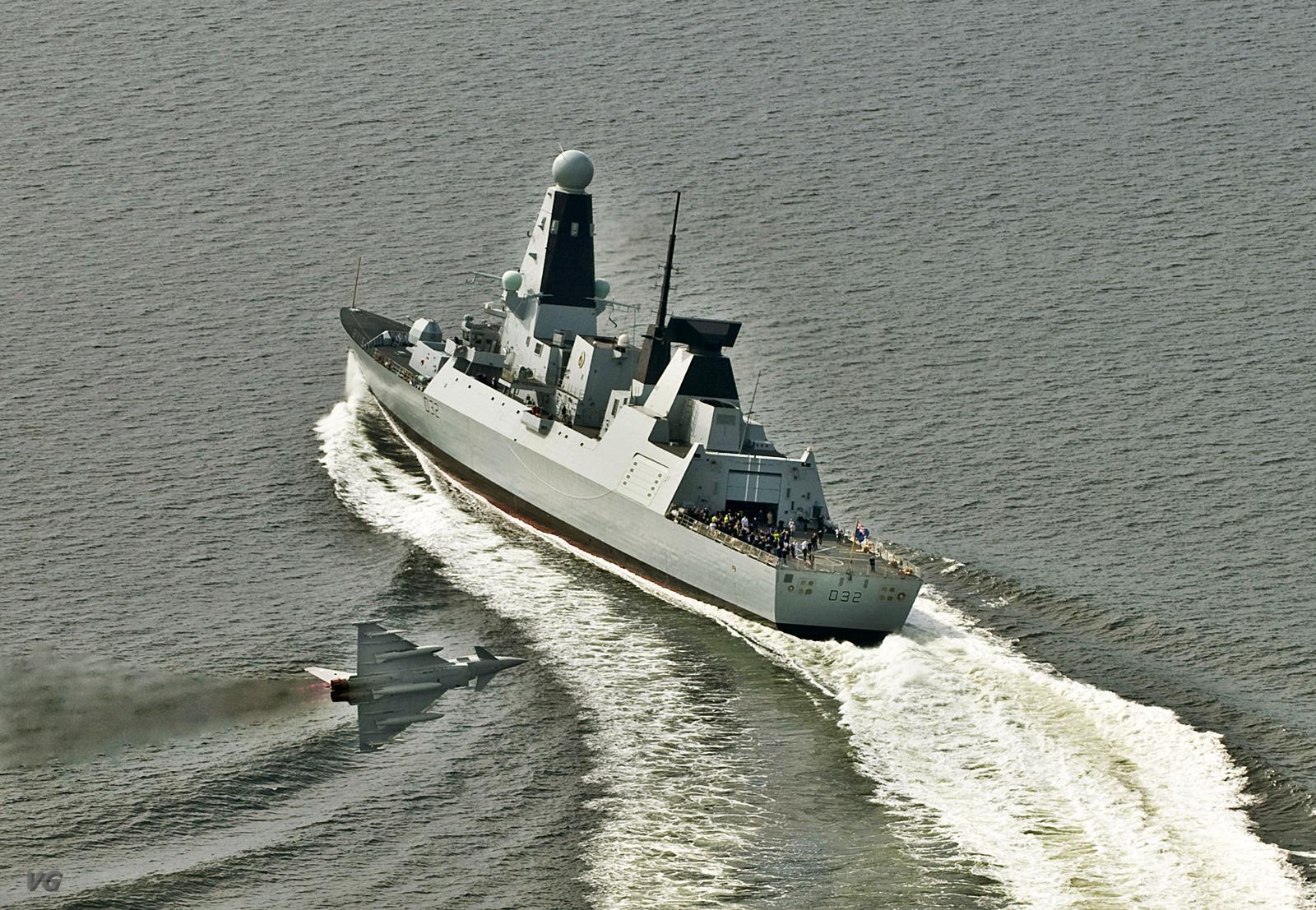 HMS Daring em treinamento com caça Typhoon - foto MoD UK