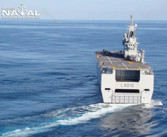 BPC Dixmude em curva - foto Nunão - Poder Naval
