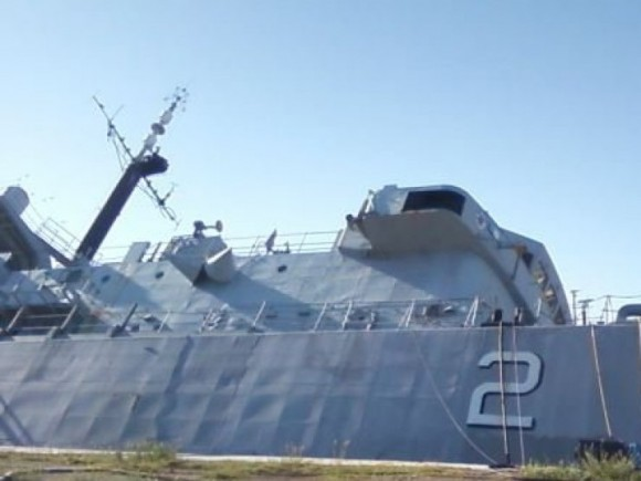 ARA Santisima Trinidad adernado no porto