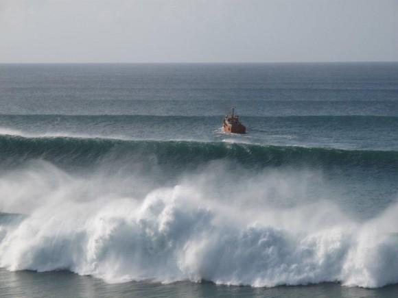 ondas em fernando de noronha - foto leo veras