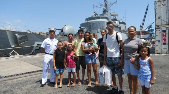 Familiares recebem militar natelense que serve  embarcado na Fragata