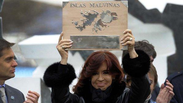 cristina-fernandez-kirchner-placa-malvinas-20120402-size-598