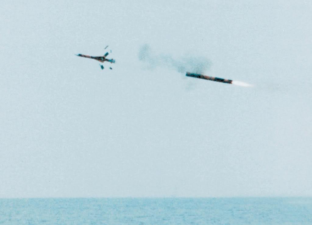 Míssil Exocet SM39 lançado de submarino
