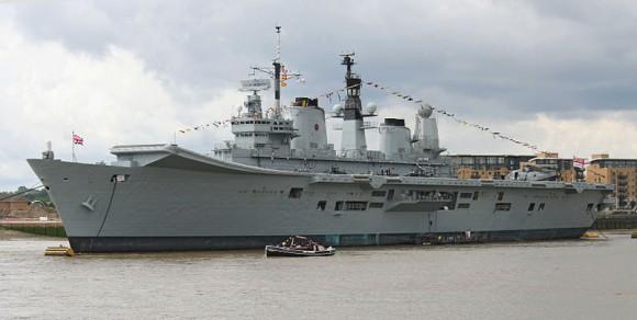 800px-HMS_Ark_Royal_(R07)