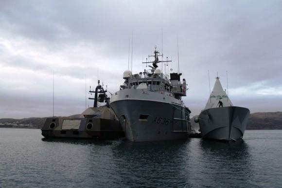 HNoMS Valkyrien da Dinamarca com HMS Visby da Suécia a contrabordo - foto Forças Armadas da Suécia