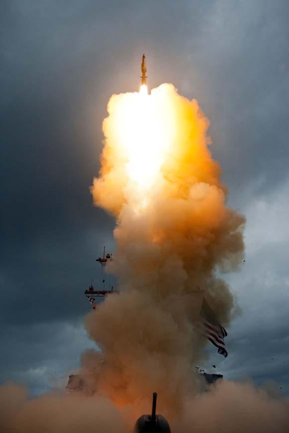 USS Decatur lança SM-3 Block IA em teste de 9set2013 - foto USN