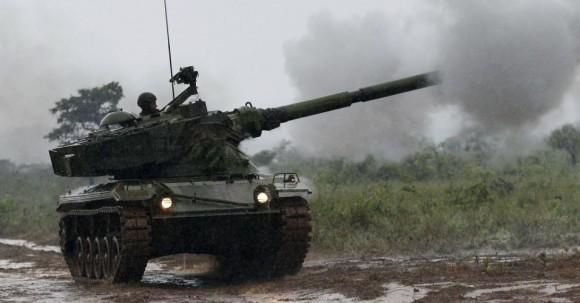 29out2013---fuzileiros-navais-da-marinha-participam-de-treinamento-militar-chamado-de-operacao-formosa-no-campo-de-instrucao-de-formosa-distante-cerca-de-cem-quilometros-ao-norte-de-brasilia-nesta-1383078082273_956x500