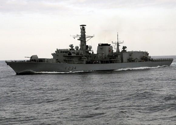 800px-US_Navy_100421-N-3542S-109_The_British_Royal_Navy_frigate_HMS_Iron_Duke_(F234)_maneuvers_near_USS_Laboon_(DDG_58)