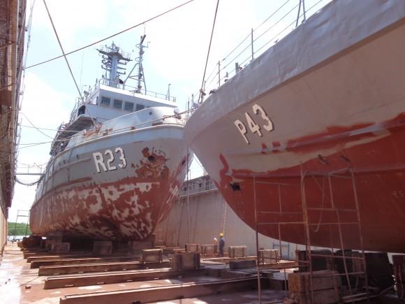 Base Naval de Natal realiza docagem do RbAM Triunfo e do NPa Goiana