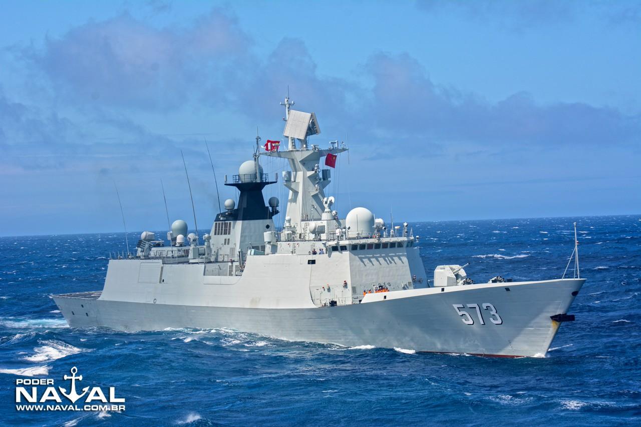 """A Type 054A """"Liu Zhou"""" esteve no Rio de Janeiro em 2013"""
