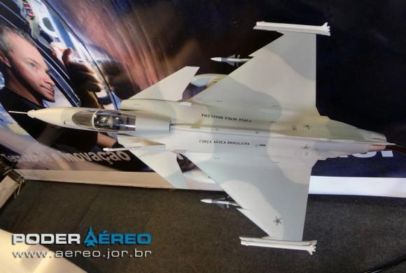 Broa-Fly-In-22-06-12-gripen-com-as-cores-da-FAB-2-foto-poder-aereo-poggio