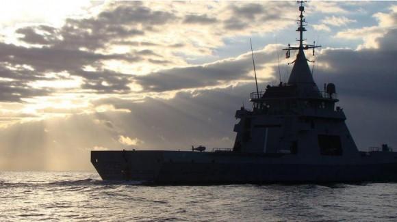 S-100 operando com navio patrulha L Adroit - foto 2 Marinha Francesa