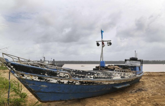 barco pesqueiro apreendido em 20 fev 2014 pelo La Gracieuse - foto Marinha Francesa