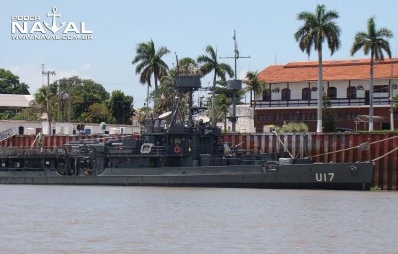 monitor Parnaíba a contrabordo do transporte Paraguassu - foto Nunão - Poder Naval