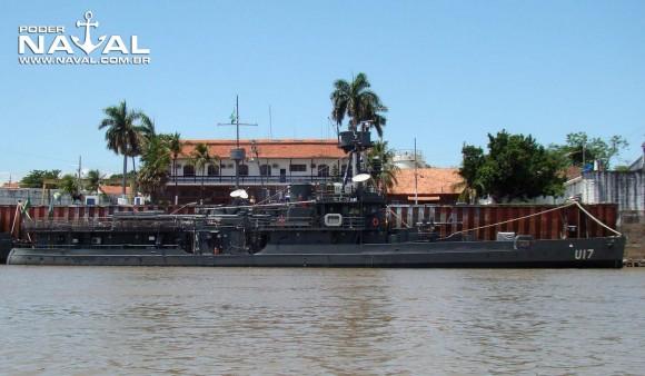 monitor Parnaíba atracado a contrabordo do transporte Paraguassu em Ladário - foto Nunão - Poder Naval