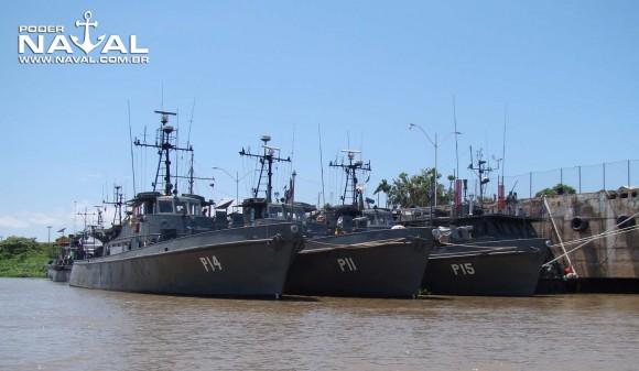 navio-patrulha Penedo - P14 - com Pirajá e Poti em Ladário - foto Nunão - Poder Naval