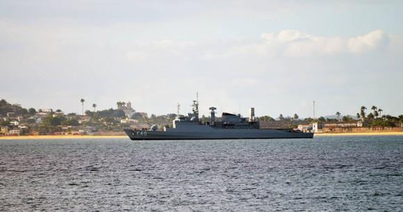 Fragata Niterói patrulhando a Baía de Todos os Santos na Bahia