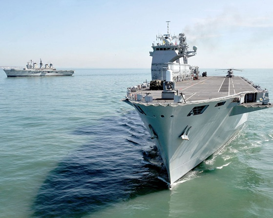 HMS Illustrious é rendido pelo HMS Ocean - foto 2 Royal Navy