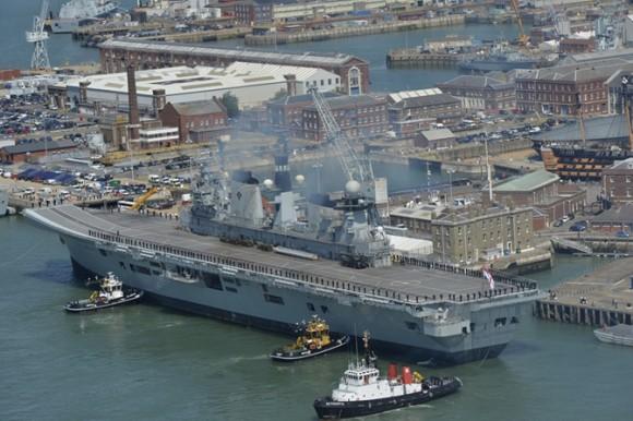 HMS Illustrious volta a Portsmouth pela última vez - foto 4 Royal Navy