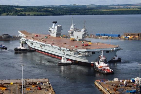 HMS Queen Elizabeth na água - foto 2 Royal Navy