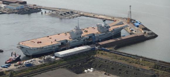 HMS Queen Elizabeth na água - foto 3 Royal Navy