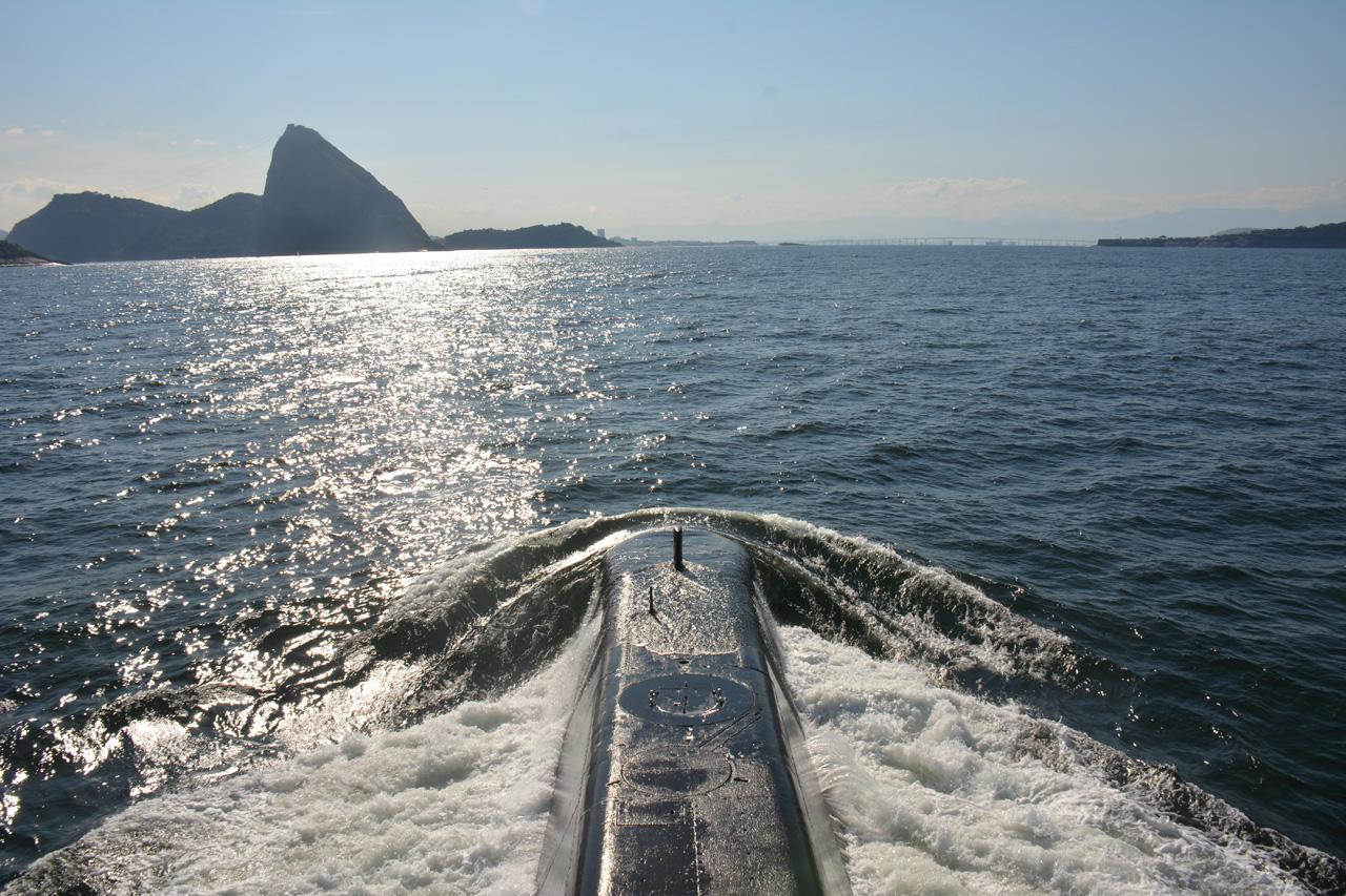 Submarino Tapajó retornando ao Rio de Janeiro depois da missão com a equipe do Poder Naval a bordo