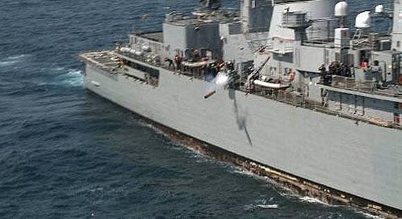 Fragata Rademaker lança torpedo Mk 46 - foto MB