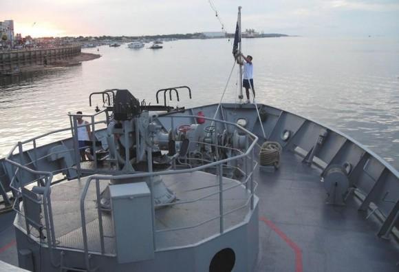 canhão do navio-patrulha Bracuí - foto via NGB