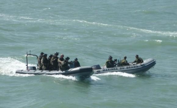 lanchas da MB e da Marinha Francesa em ação contra pesca ilegal - foto Min Def França