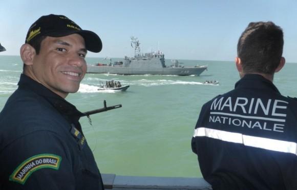 tripulantes de navios-patrulha da França e do Brasil em ação contra pesca ilegal - foto Min Def França