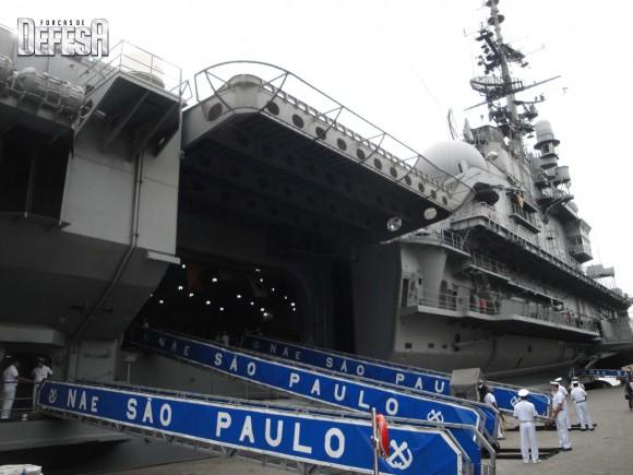 NAe São Paulo - foto 4  Nunão 2011 - Poder Naval - Forças de Defesa
