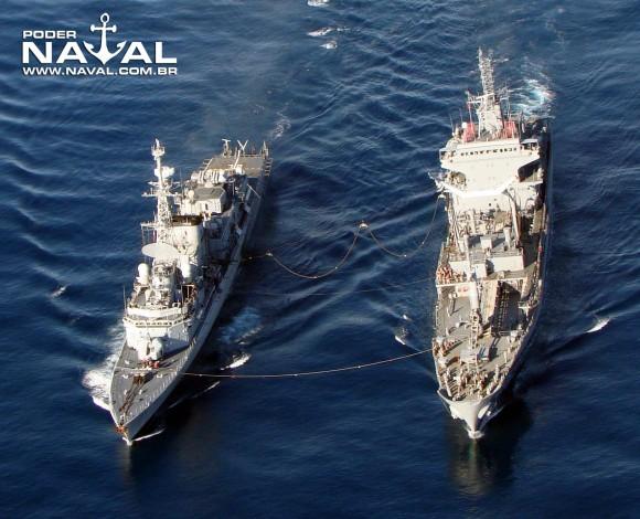 NT Gastão Motta abastece Georges Leygues - foto Nunão - Poder Naval