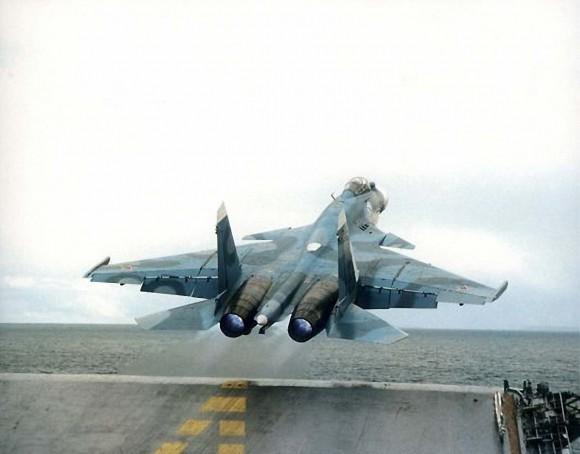 Su-33 - primeiras operações no Kuznetsov - foto Sukhoi