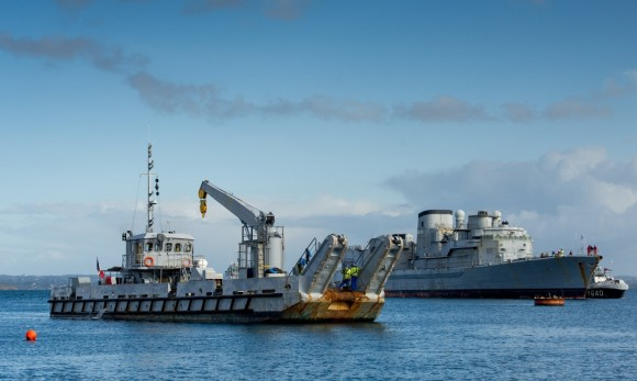 barcaça Telenn Mor e a ex-fragada Georges Leygues - foto Marinha Francesa_files