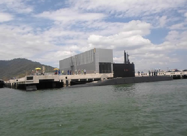 Timbira atraca no EBN Itaguaí - foto Marinha do Brasil