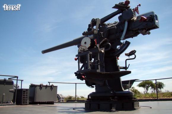 Parnaíba - canhão de 76mm - foto 2 Nunão - Poder Naval - Forças de Defesa