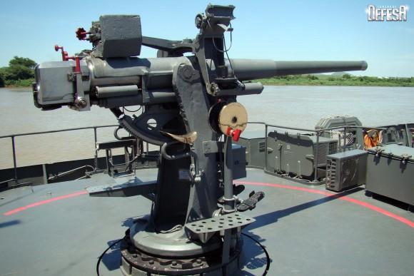 Parnaíba - canhão de 76mm - foto Nunão - Poder Naval - Forças de Defesa